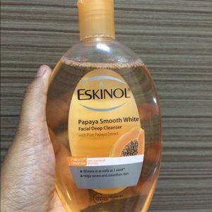 New Eskinol Smooth White Papaya Facial Cleanser